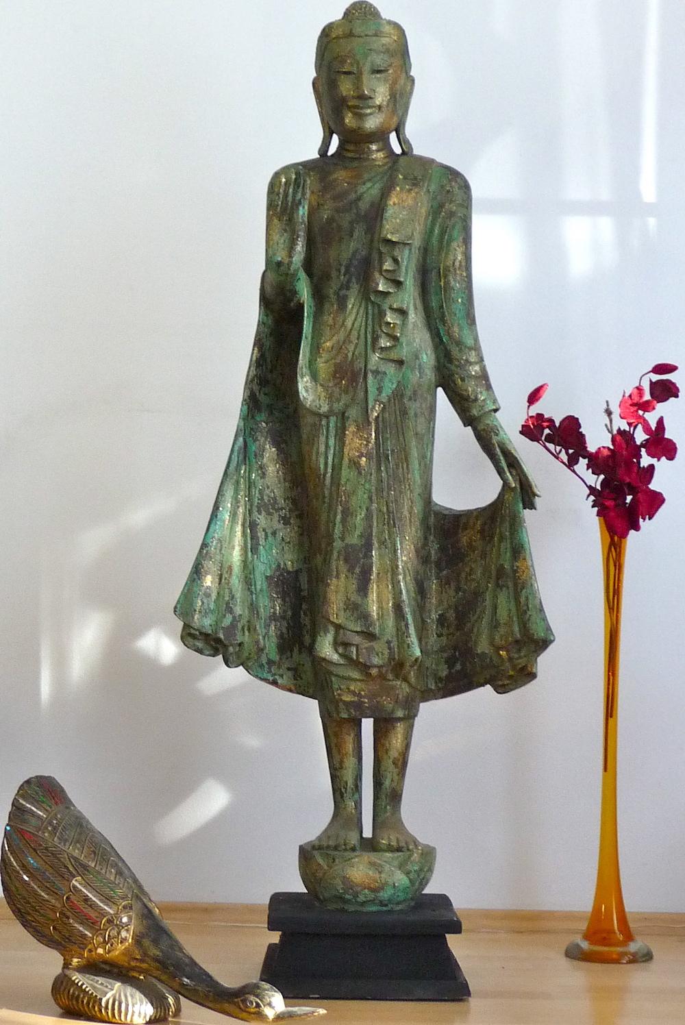 Wunderhalle buddha for Buddha figur holz